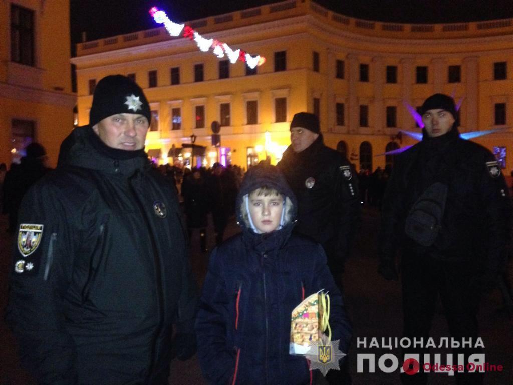 Одесса: полицейские нашли родных потерявшегося в толпе мальчика