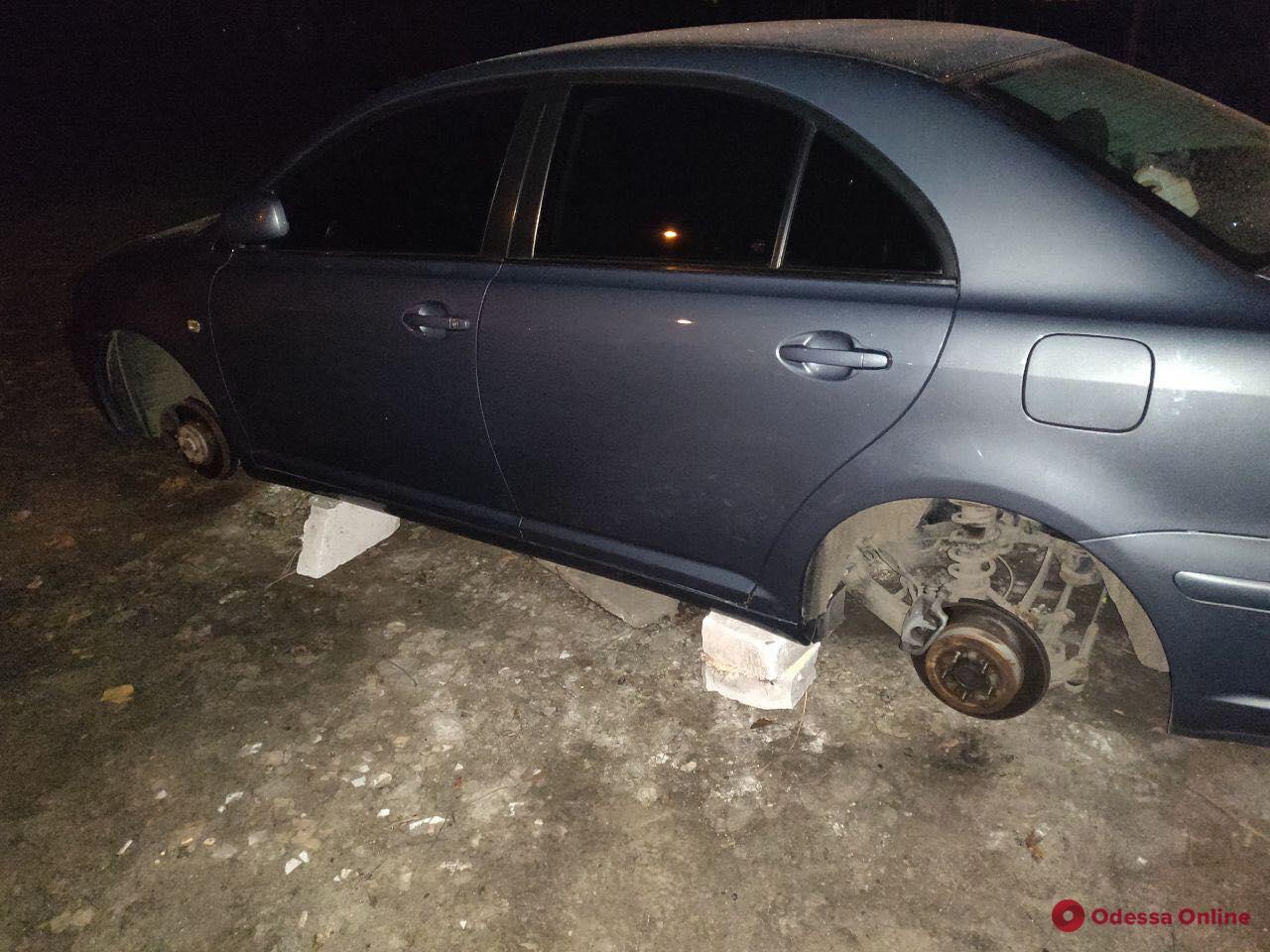 В Одессе «разули» автомобиль