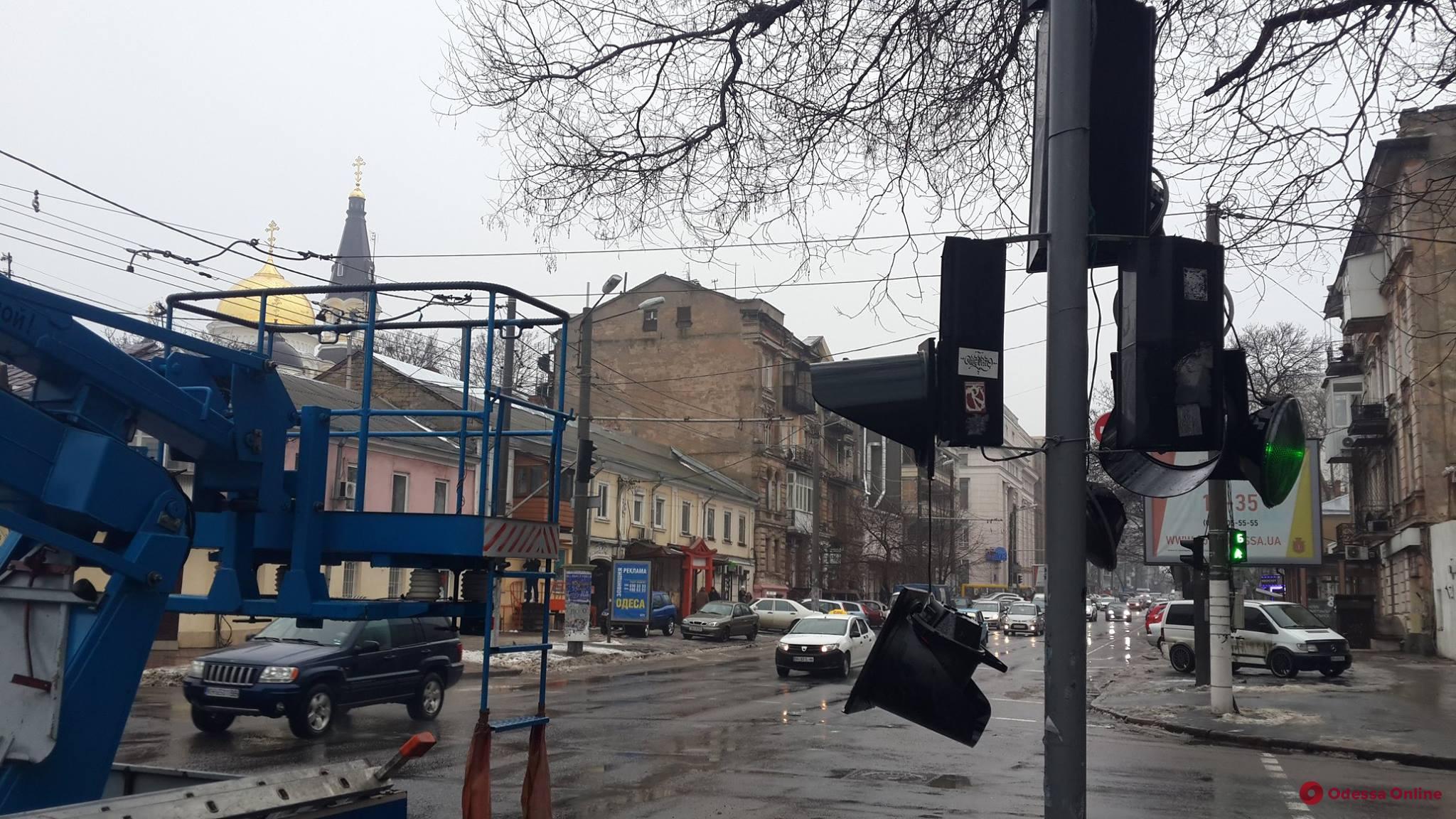 В центре Одессы из-за ДТП поврежден светофор