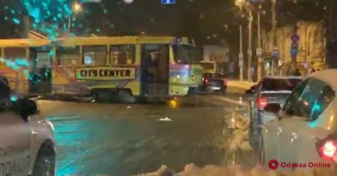 На Пересыпи трамвай слетел с рельсов