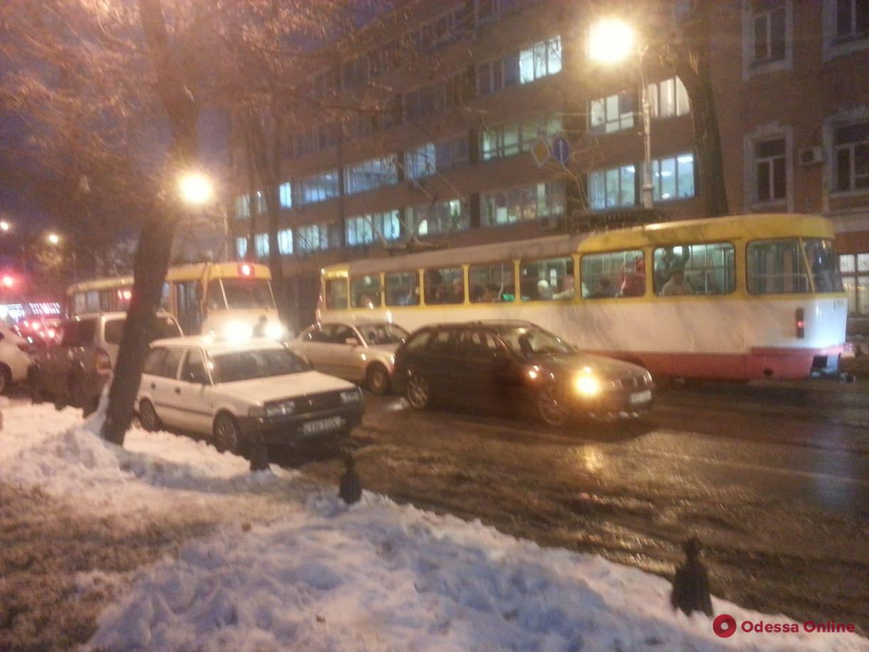 Одесса: столкнувшиеся «евробляхи» заблокировали движение трамваев