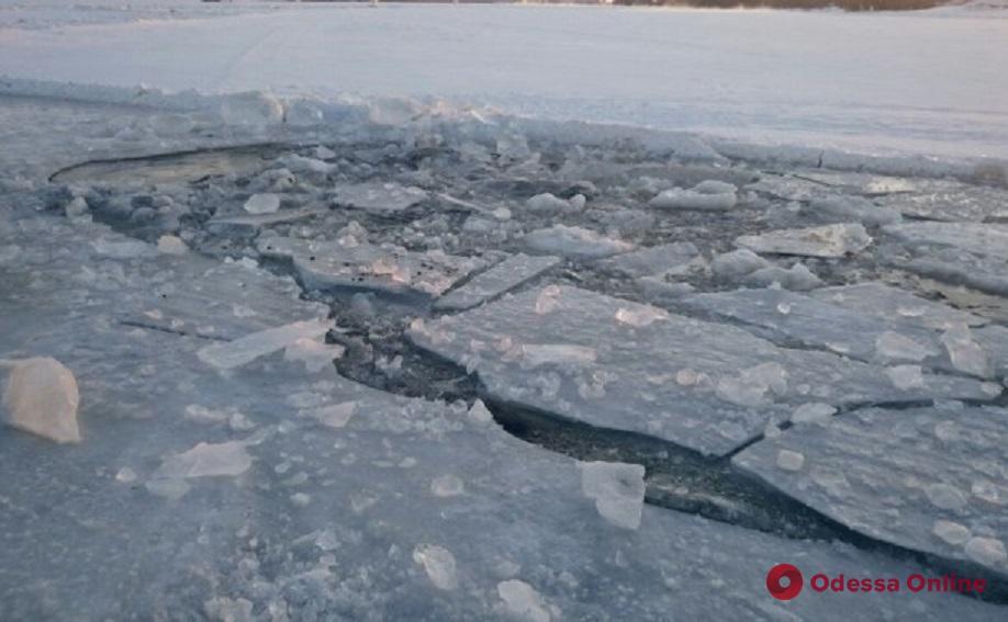 На Хаджибейском лимане рыбак провалился под лед