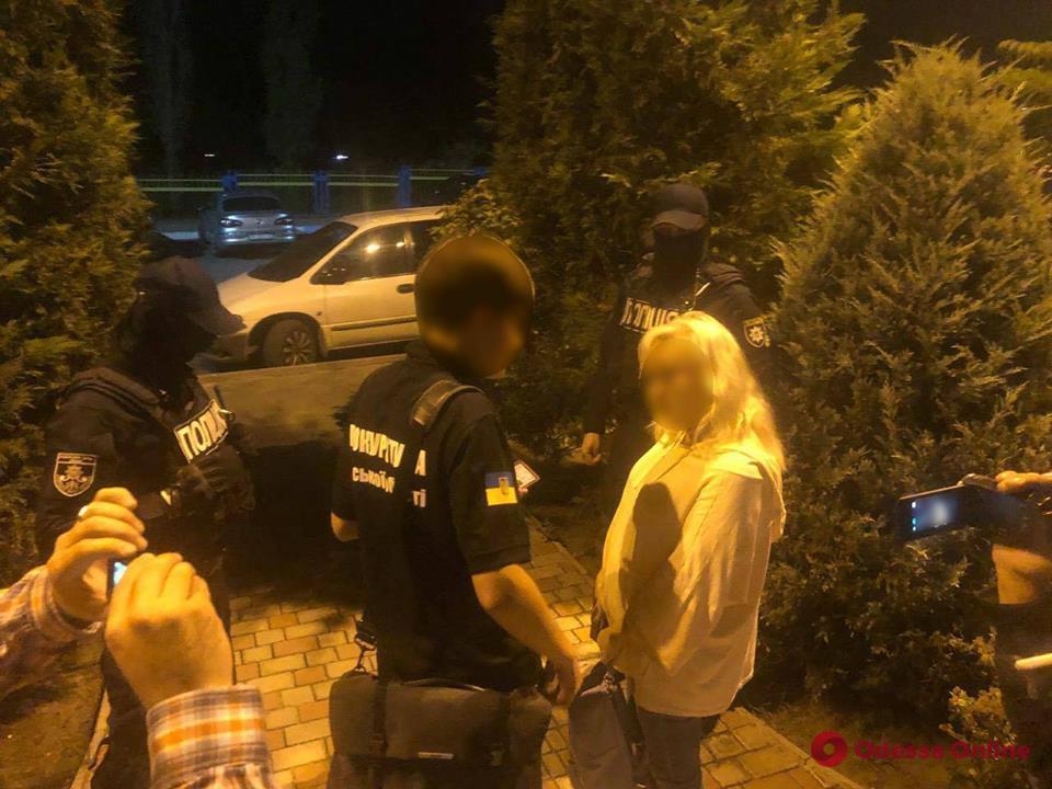 Одесса: дело пойманной на взятке таможенницы передано в суд