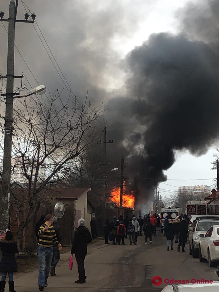 На Таирова горит дом (обновляется)