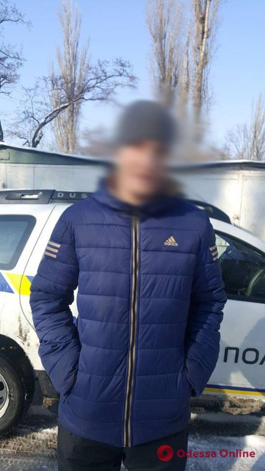 На поселке Котовского задержали трех воров