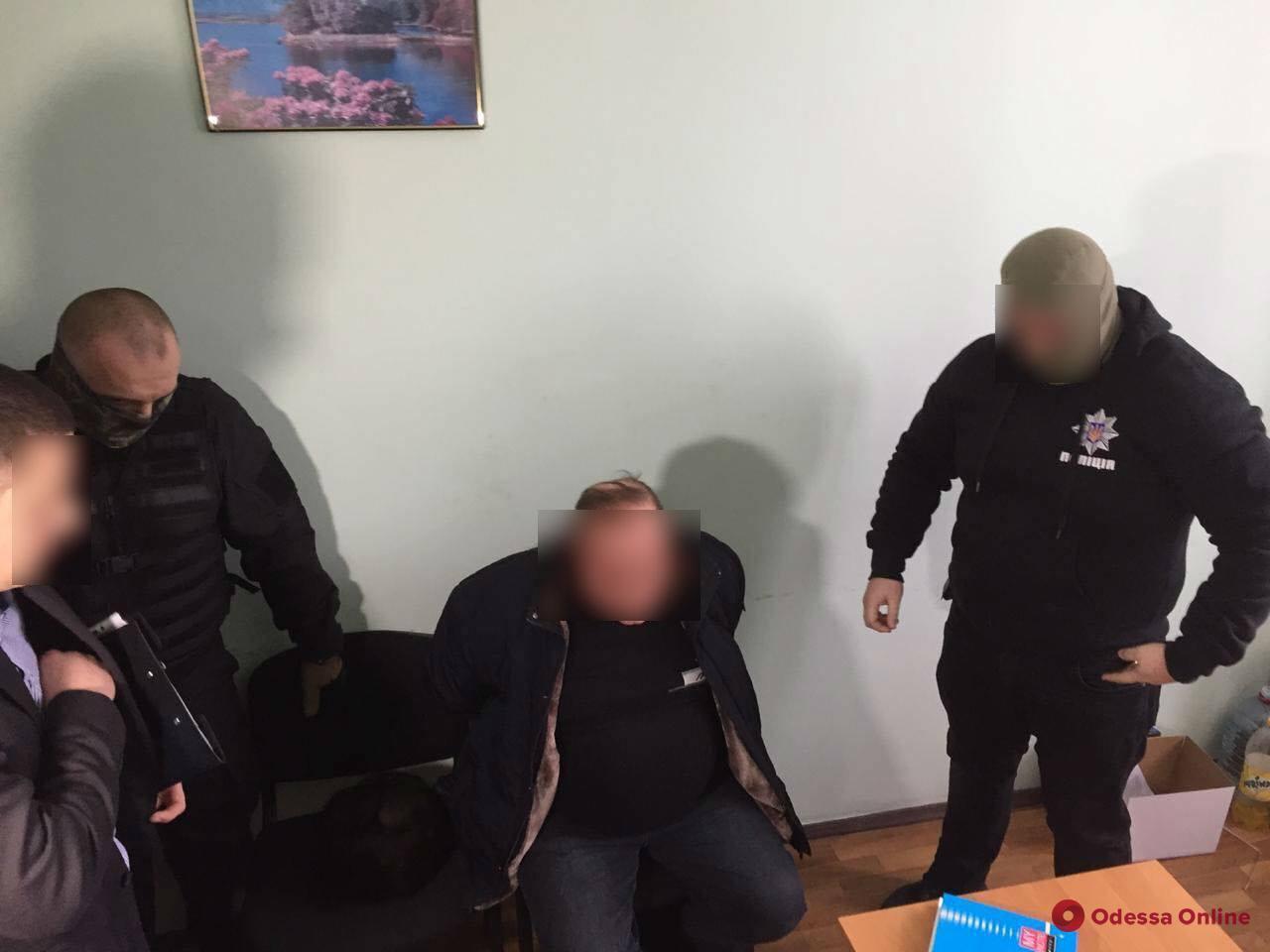 В Одесской области чиновник РГА пытался подкупить следователя полиции (видео, обновлено)