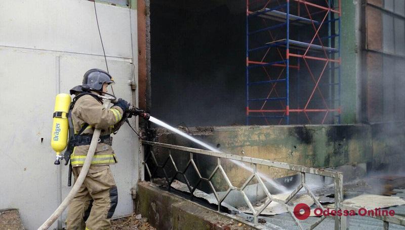 В Одессе сгорел склад завода полиграфических машин