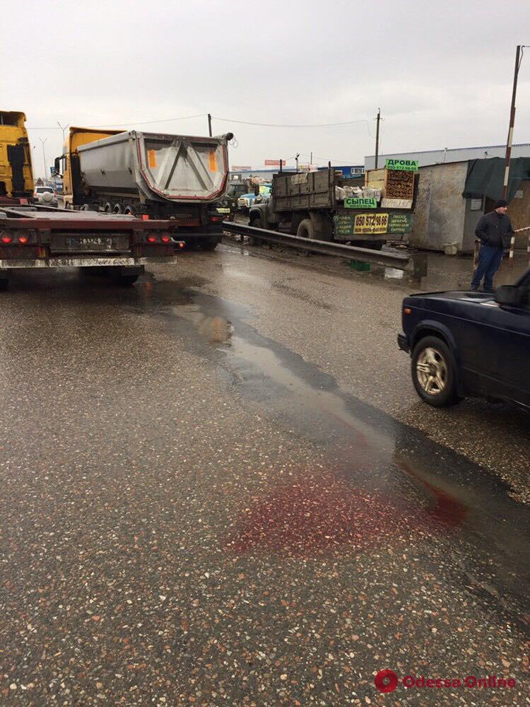 На Объездной дороге грузовик насмерть сбил женщину-пешехода