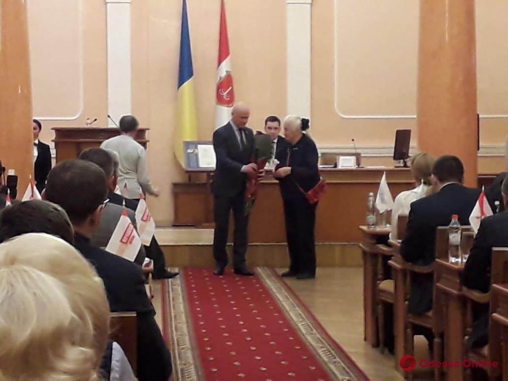 Бабушке моряка Андрея Новичкова мэр вручил почетный знак отличия