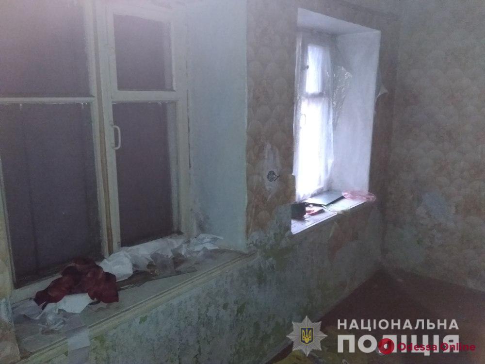 Под Одессой горе-мать бросила троих детей без еды в холодном доме