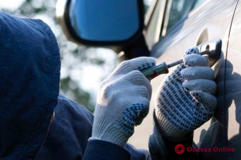 В Одессе серийный автоугонщик пытался подкупить следователя полиции