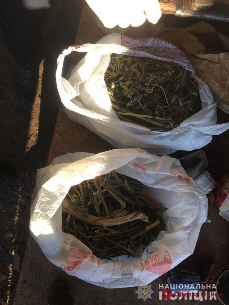 У жителей села Маяки нашли полтора килограмма наркотиков