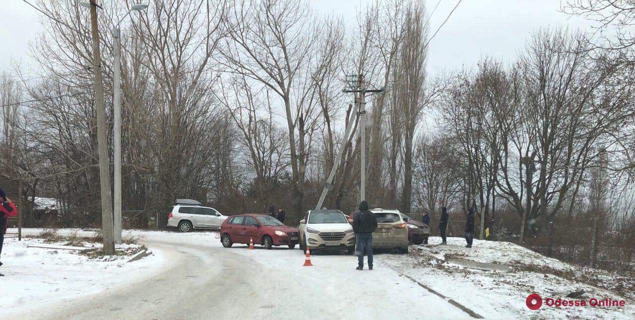 В Одессе столкнулись четыре автомобиля