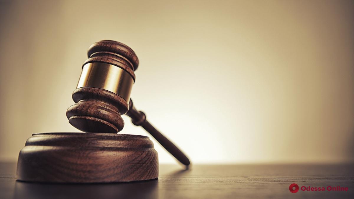 Украли сумочку из авто: одесский суд арестовал грабителей