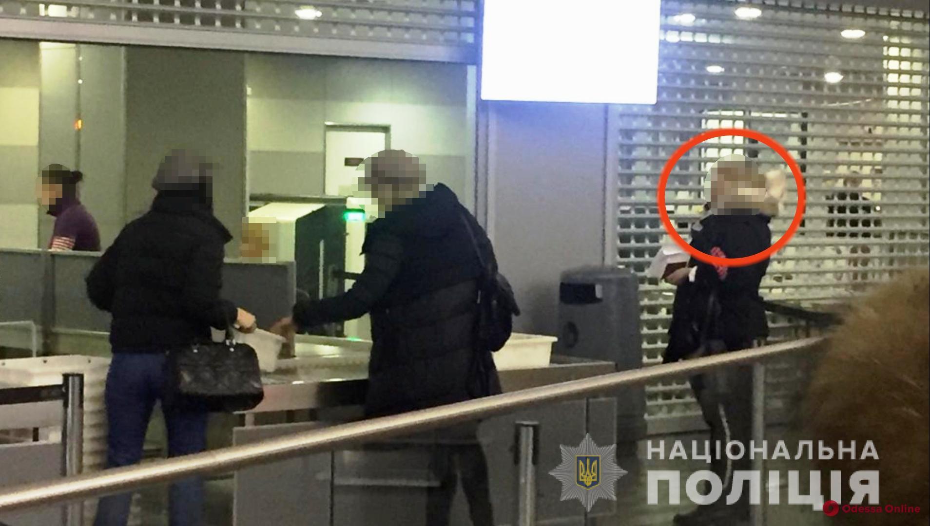 Одесские полицейские поймали вербовщицу проституток