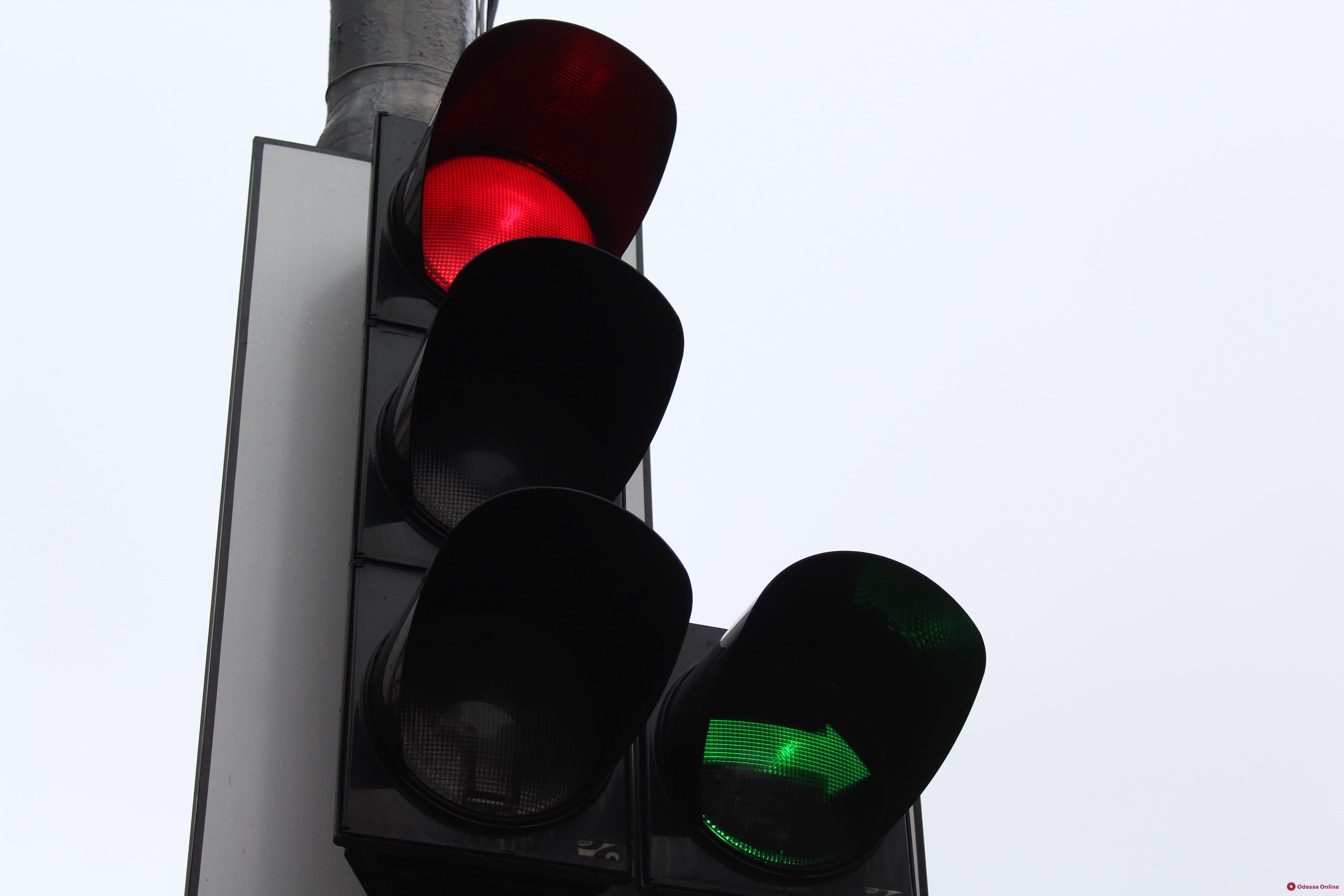На оживленном перекрестке в Одессе не работает светофор