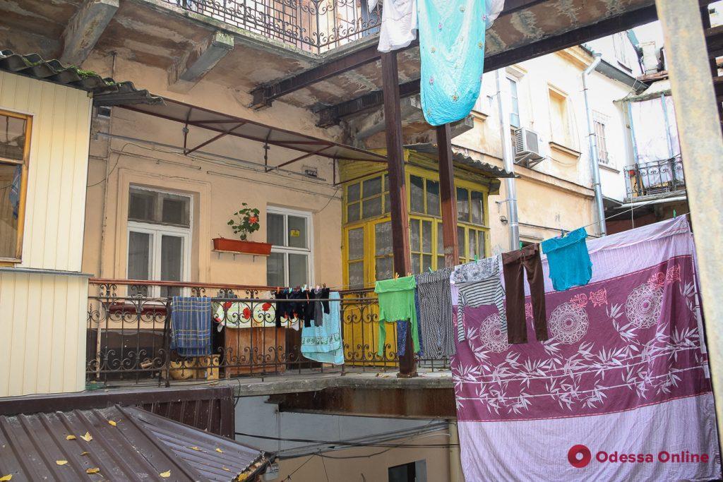 Золотые львы, дельфин, Пушкин и маяк: что скрыто за воротами одесских двориков