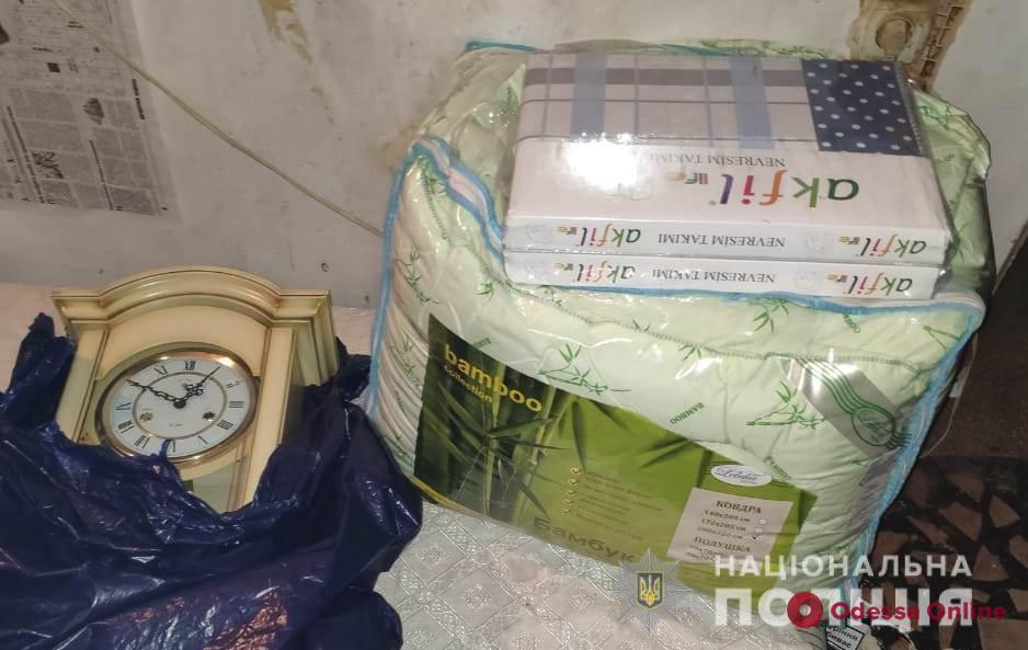 Взяли даже настенные часы и одеяло: одесситу «обчистили» квартиру