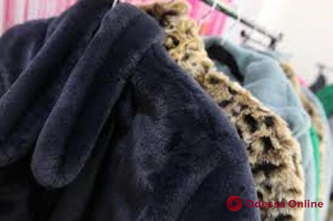 Шубное преступление: парень с девушкой «обчистили» гардероб ночного клуба