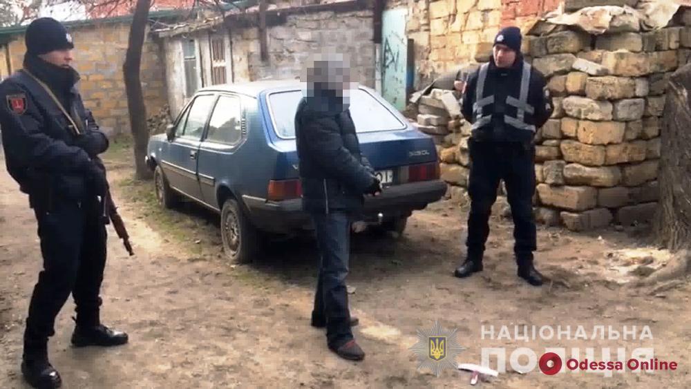 В Одессе иностранец с ножом напал на продавщицу