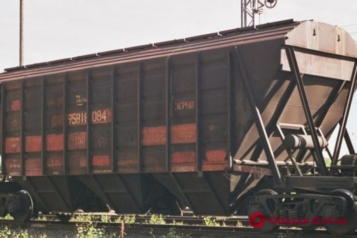 Залез на крышу поезда: пострадавший от удара током парень скончался в больнице