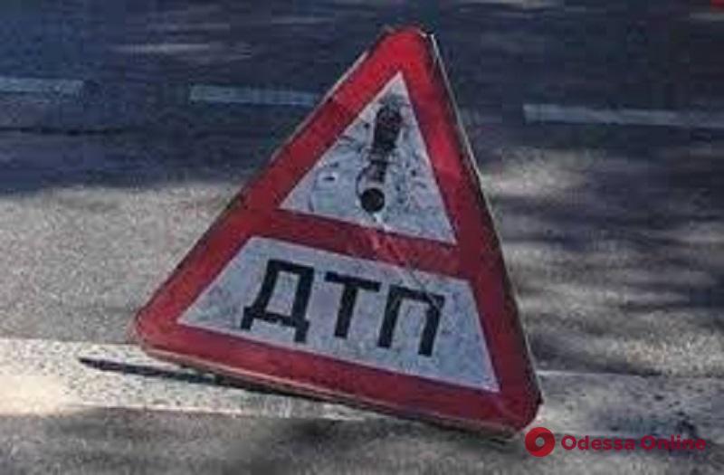 На трассе Одесса—Измаил столкнулись легковушка и маршрутка: есть пострадавшие (обновлено)