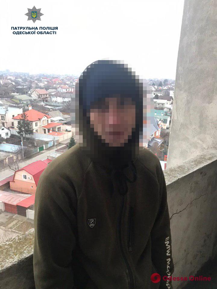 Не успели совершить кражу: в одесской многоэтажке задержали мужчин с набором ключей