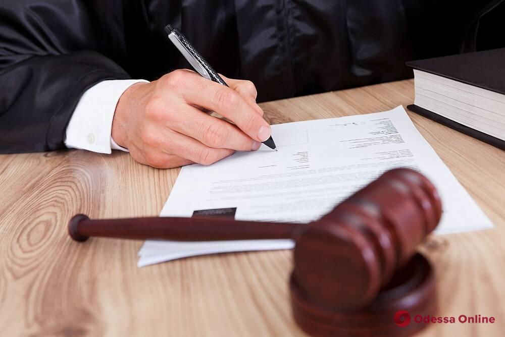 Одесский суд арестовал частного нотариуса-мошенницу