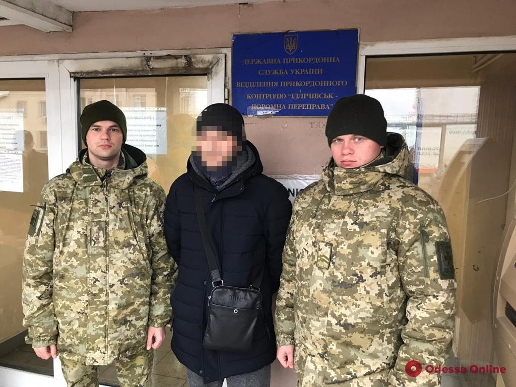 Из Одесской области выдворили разыскиваемого на родине гражданина Грузии (видео)