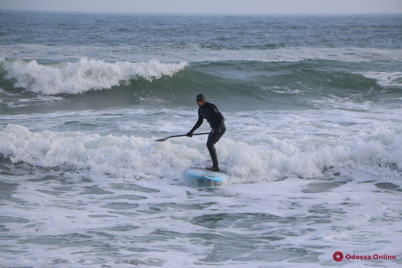 Одесские серферы ловят январскую волну (фото)