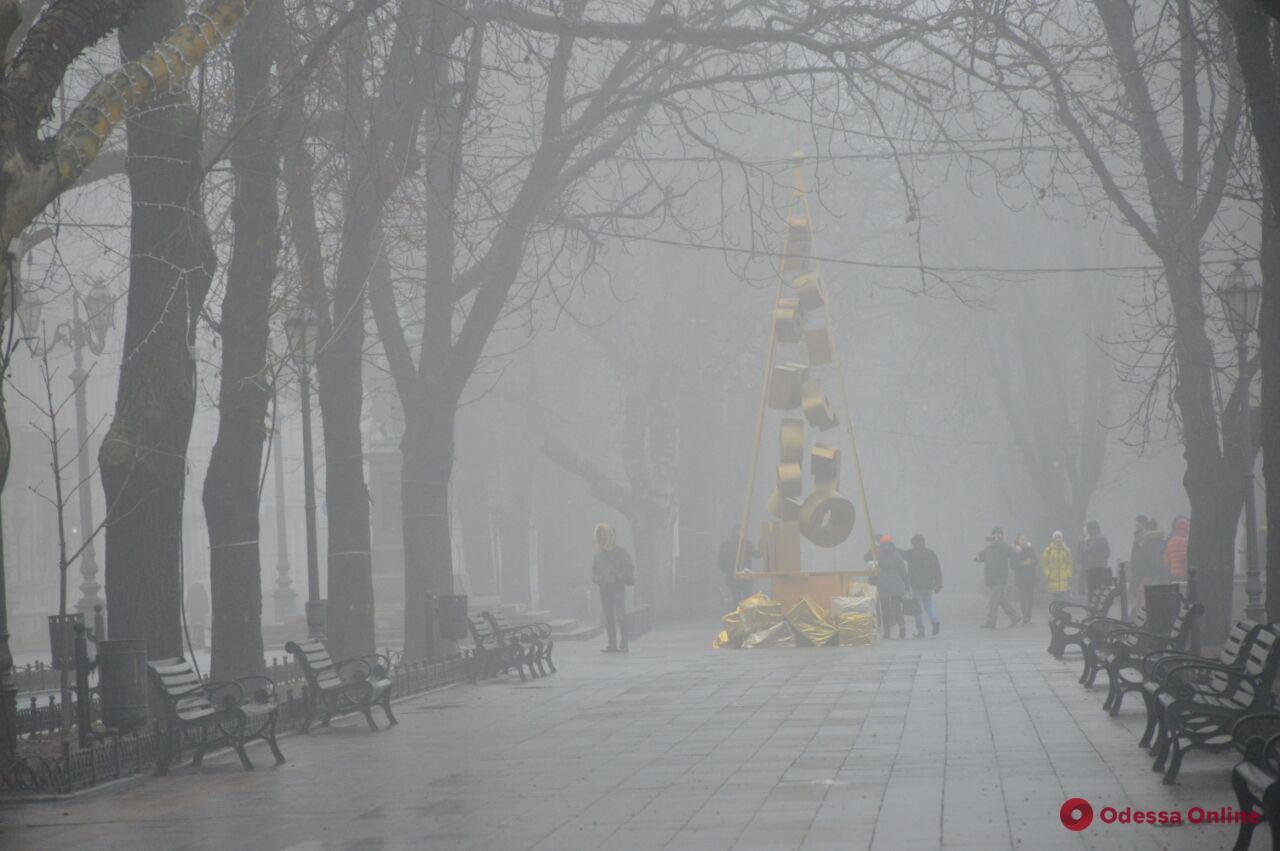 На Одессу опустился туман (фоторепортаж)