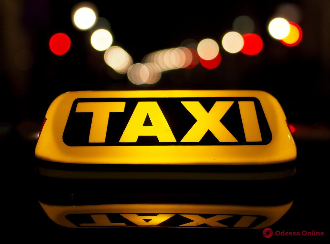 Одесский суд приговорил к тюрьме рецидивиста, который угнал авто у таксиста
