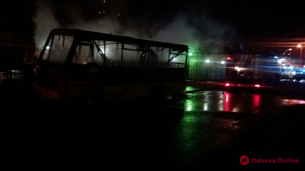 Одесса: на Балковской сгорела маршрутка