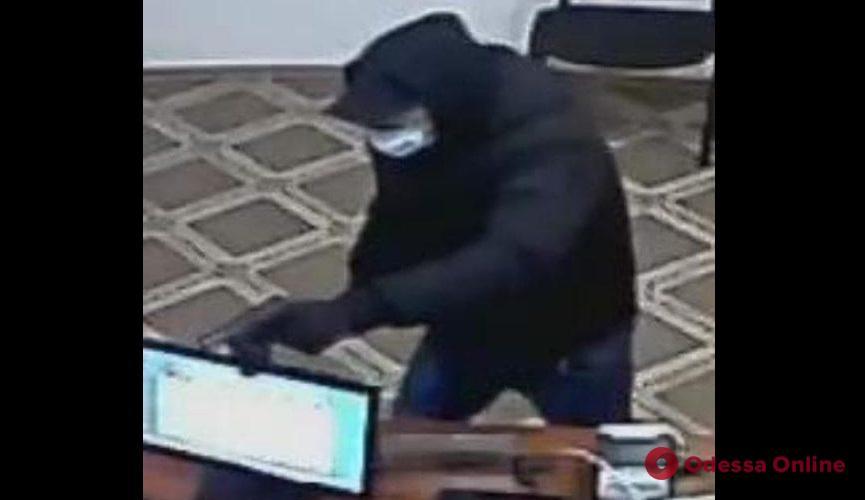 Одессит ответит в суде за разбойное нападение на «Швидко Гроші»