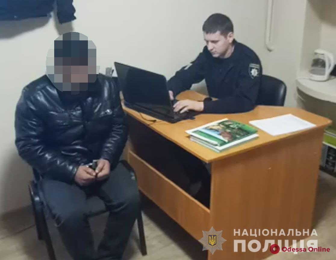 Угрожал канцелярским ножом: под Одессой задержали разбойника
