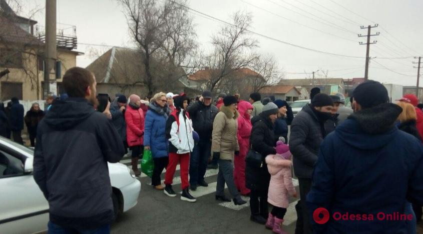 Жители Затоки перекрыли трассу Одесса — Белгород-Днестровский