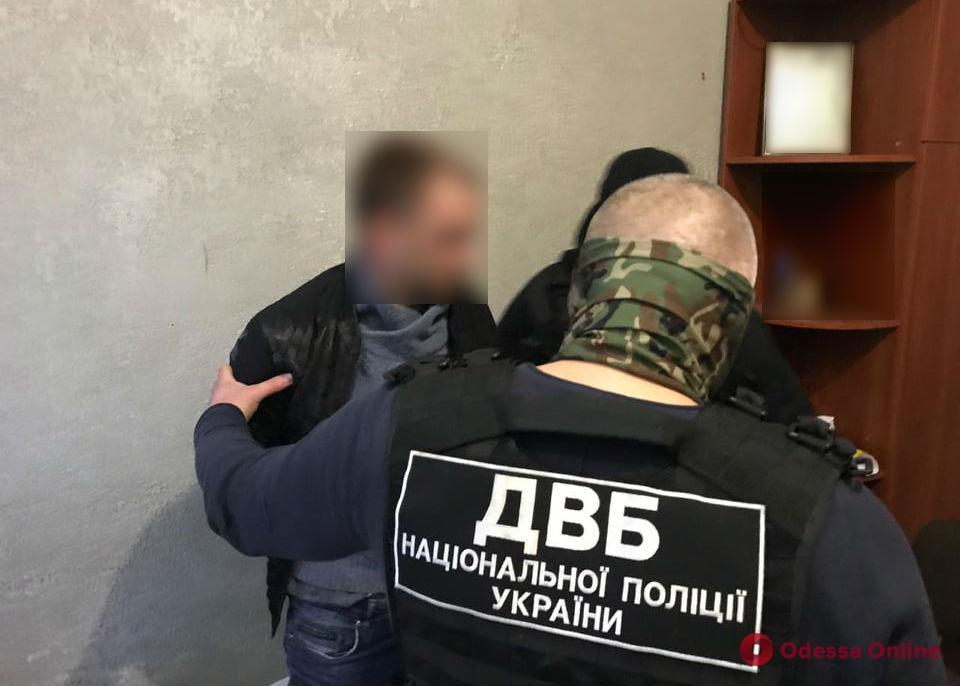 Житель Одесской области пытался за взятку вернуть изъятое при обыске авто