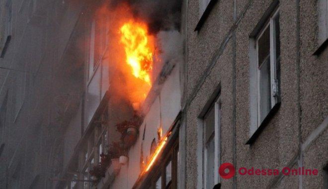 Пожар в одесской пятиэтажке: пострадала квартирантка