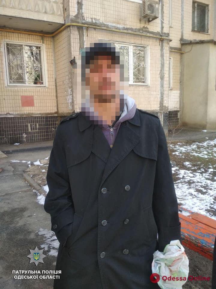 На Таирова разгуливал мужчина с 40 патронами в кармане
