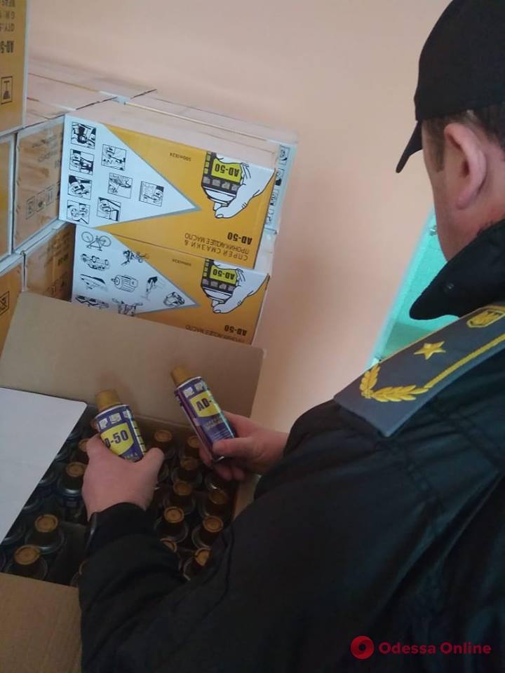 В Одесском порту нашли крупную партию фальшивого аэрозоля-автосмазки