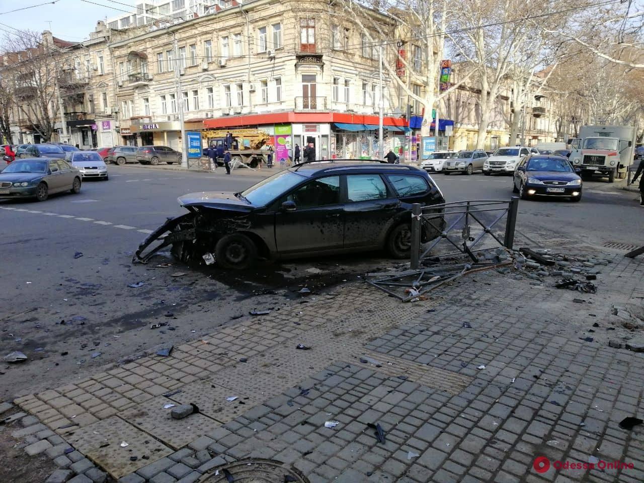 В центре Одессы столкнулись Skoda и Ford (фото, обновлено)