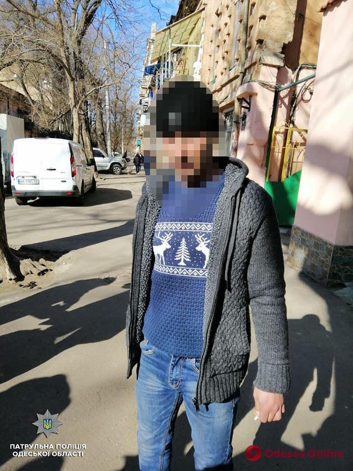 В центре Одессы патрульные поймали «закладчика»