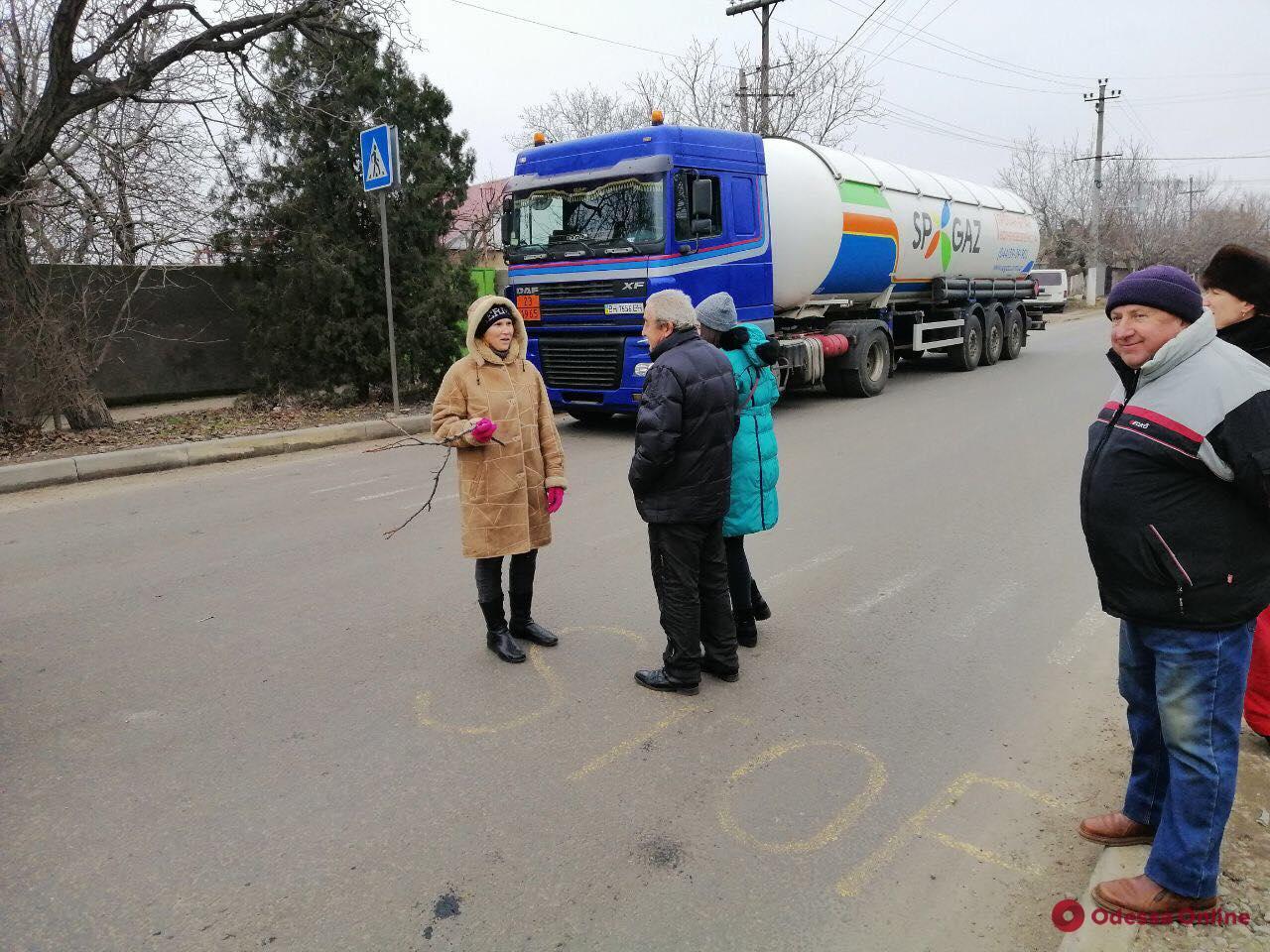Жители Хуторской снова перекрывали дорогу