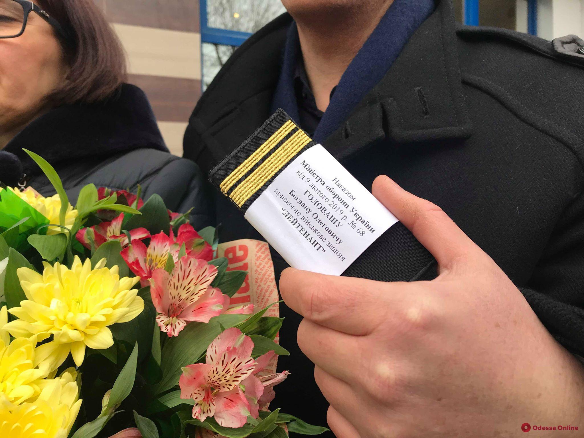 Двое одесских курсантов заочно получили офицерские звания, находясь в плену РФ