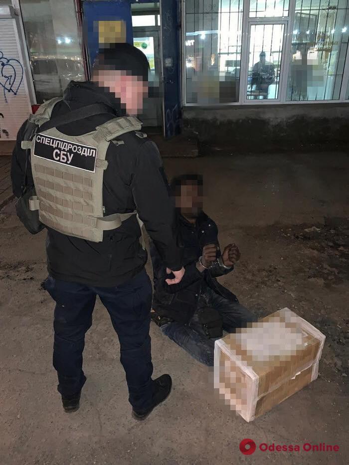В Одессе поймали с поличным наркодельца из Африки