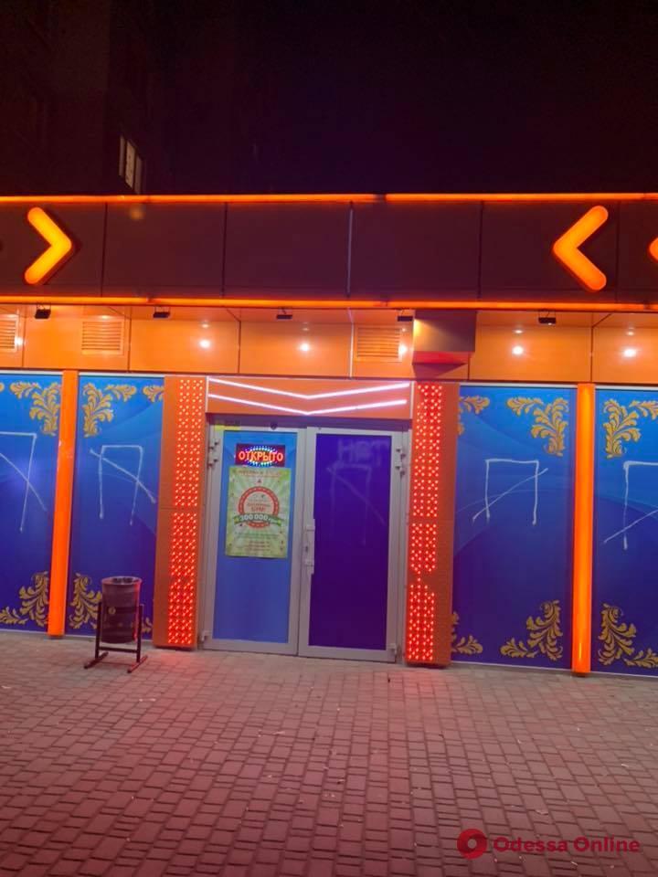 Активисты и депутаты накрыли еще одно подпольное казино в Одессе