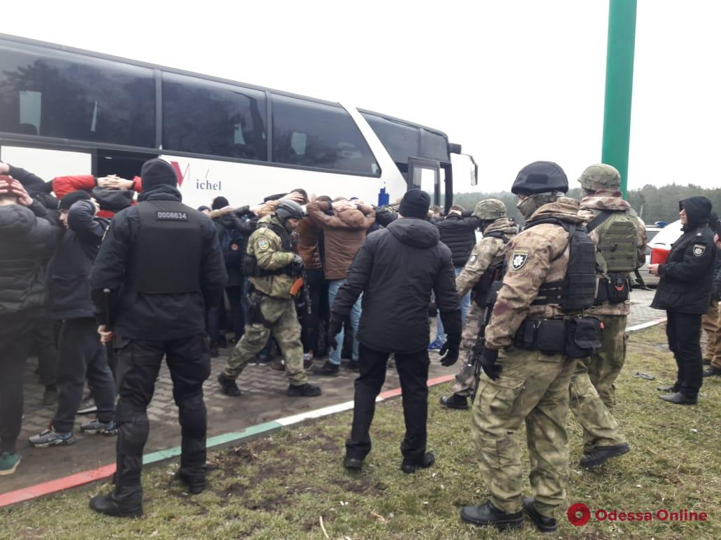 Вооруженные «титушки» ехали в Одессу на акцию против автодора