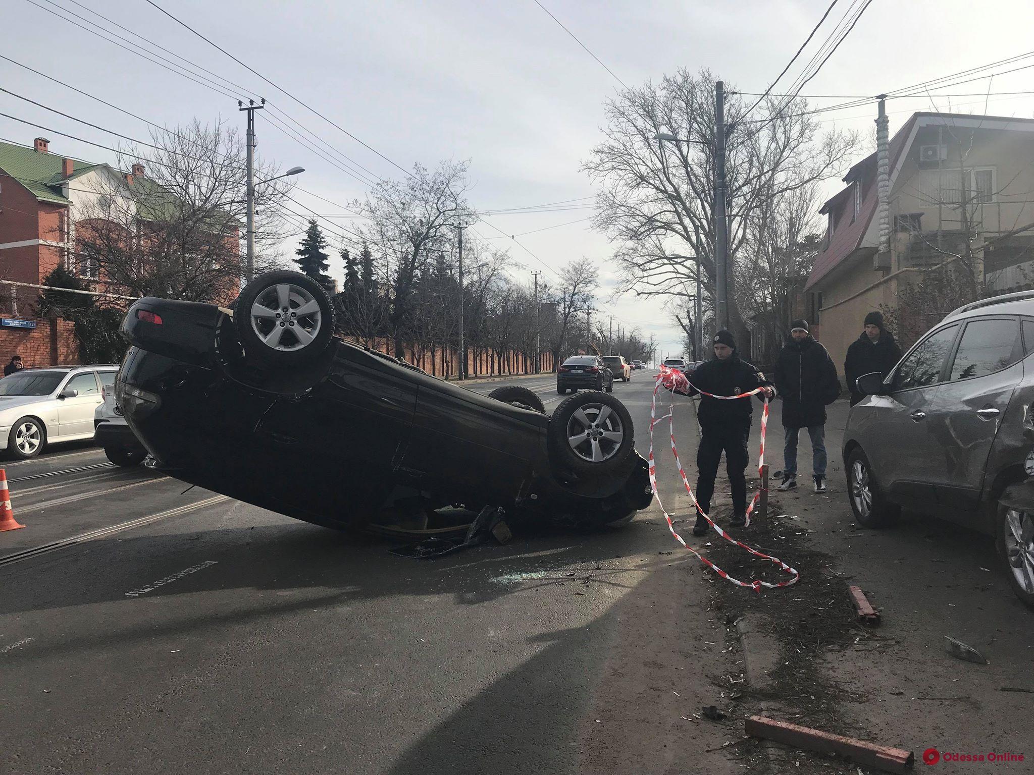 В Одессе перевернулся Lexus — есть пострадавшая (обновляется)
