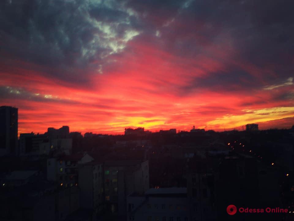 Одесса: последний день зимы подарил волшебный закат (фоторепортаж)