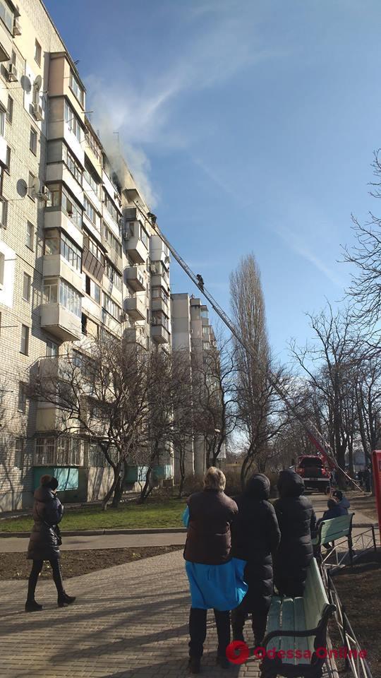 В Одессе горит девятиэтажка (видео)